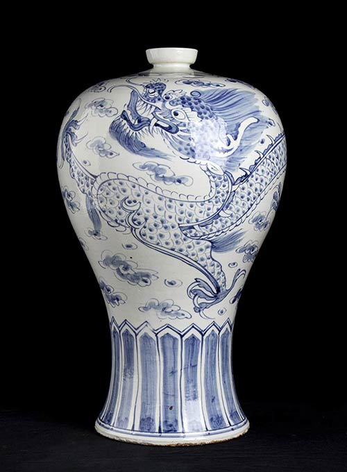 A LARGE BLUE AND WHITE PORCELAIN ...